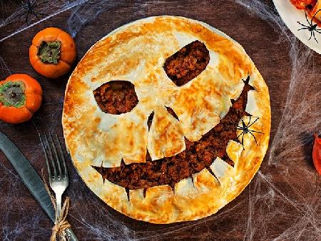 Пай с кайма за Хелоуин (Halloween) във формата на тиква - снимка на рецептата